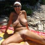 Monique, femme mure à gros seins naturiste, de Saint-Raphaël