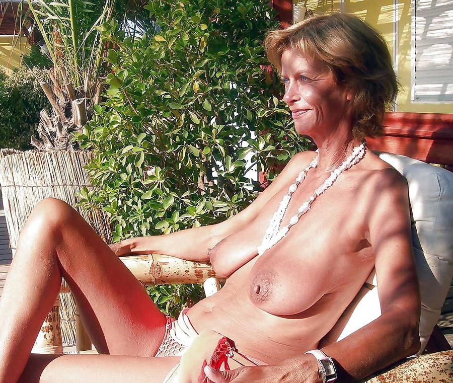 Murielle Femme Au Foyer Rousse à Moitié Nue Photos Femmes Mures