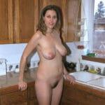 Evelyne, une femme au foyer antiboise à gros seins