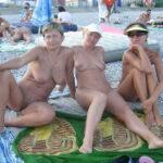 3 copines matures nudistes