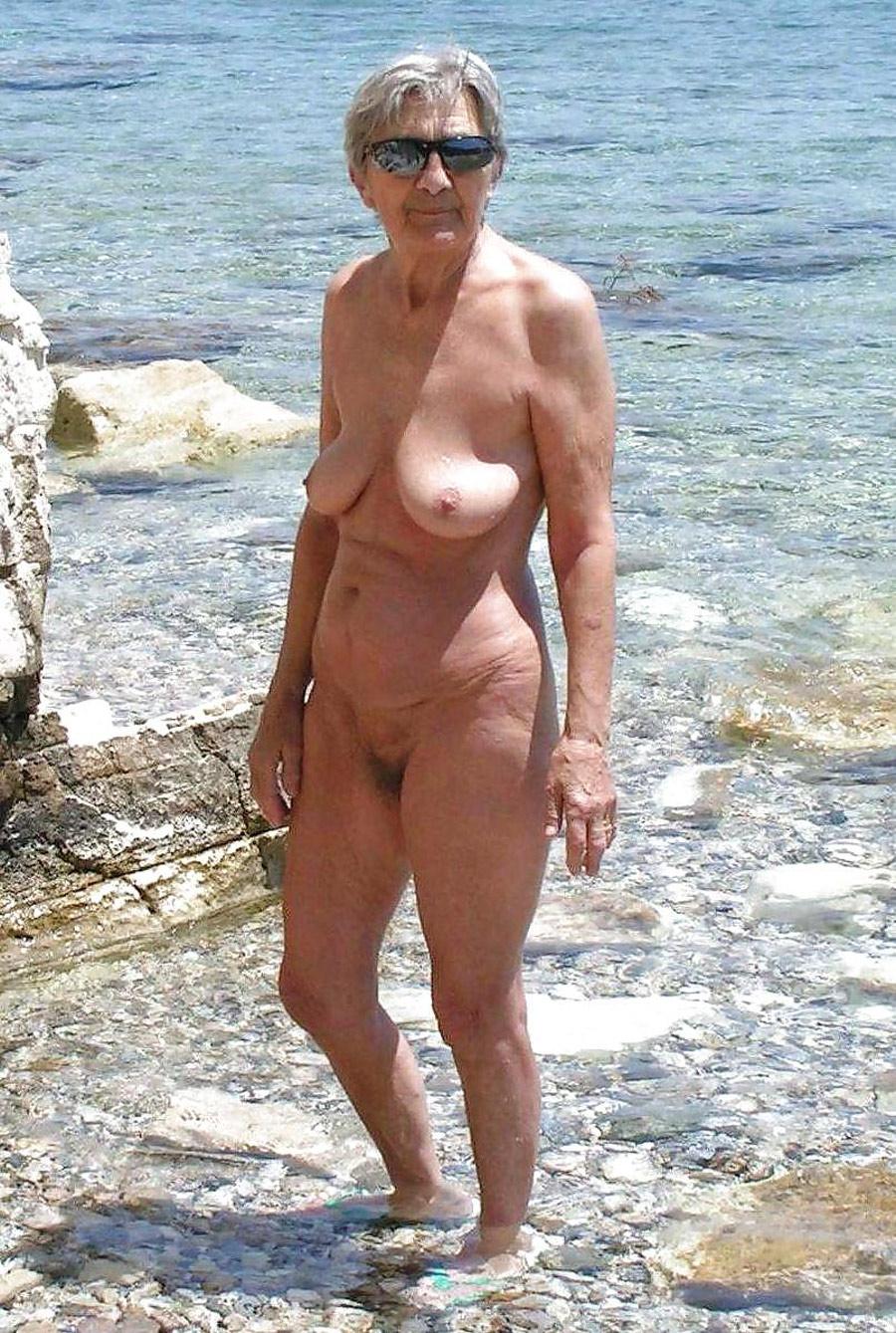 chatte mignonne vieille nudiste