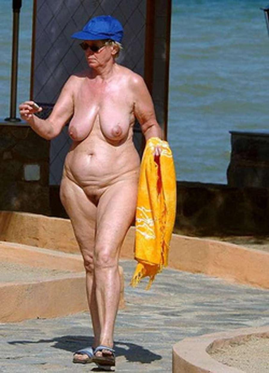 vieille nudiste salope a gros seins
