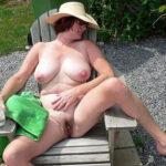Un après-midi à poil pour Viviane, mature charnue