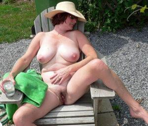 Video de femme nue exibitioniste
