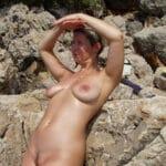 Carole, quinquagénaire blonde naturiste nue