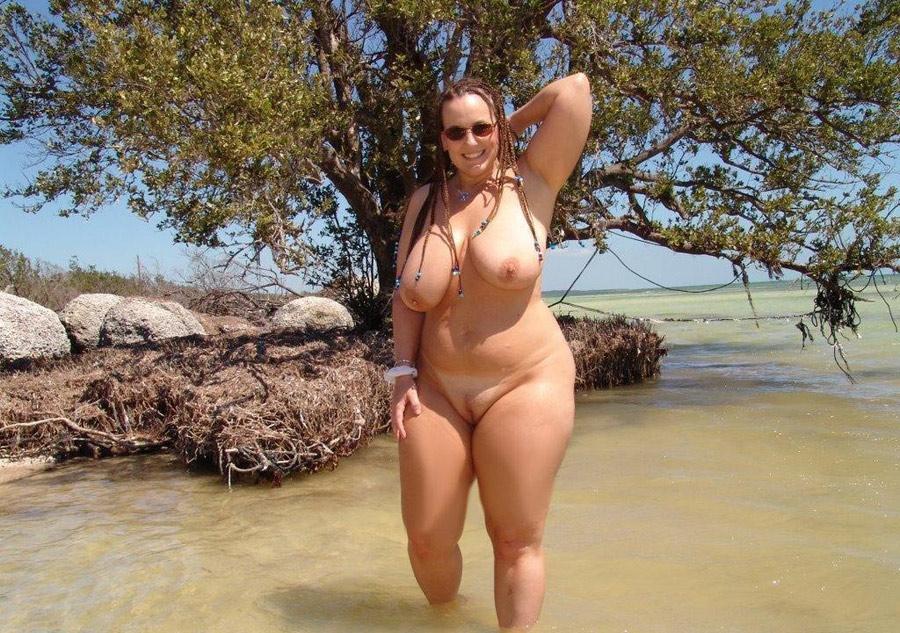 Photos Mature A La Plage Et Femme Mure Nue Sur Le Sable