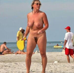 ghislaine-vieille-nudiste-nibards-fatigues