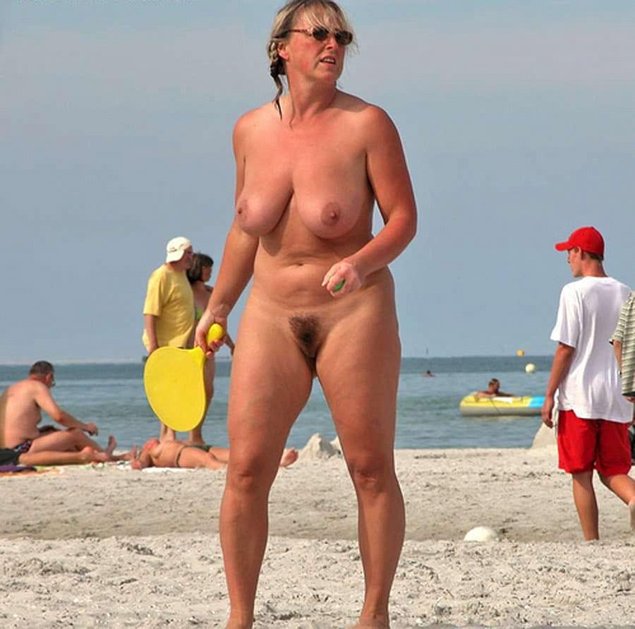 salope gouine gros seins sur la plage