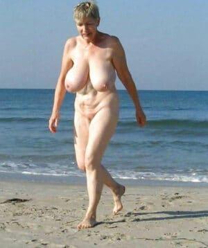 gros-nibards-vieille-peau-naturiste-plage