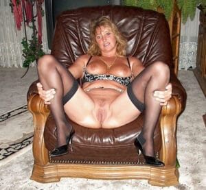 jacqueline-ecarte-jambes-fauteuil