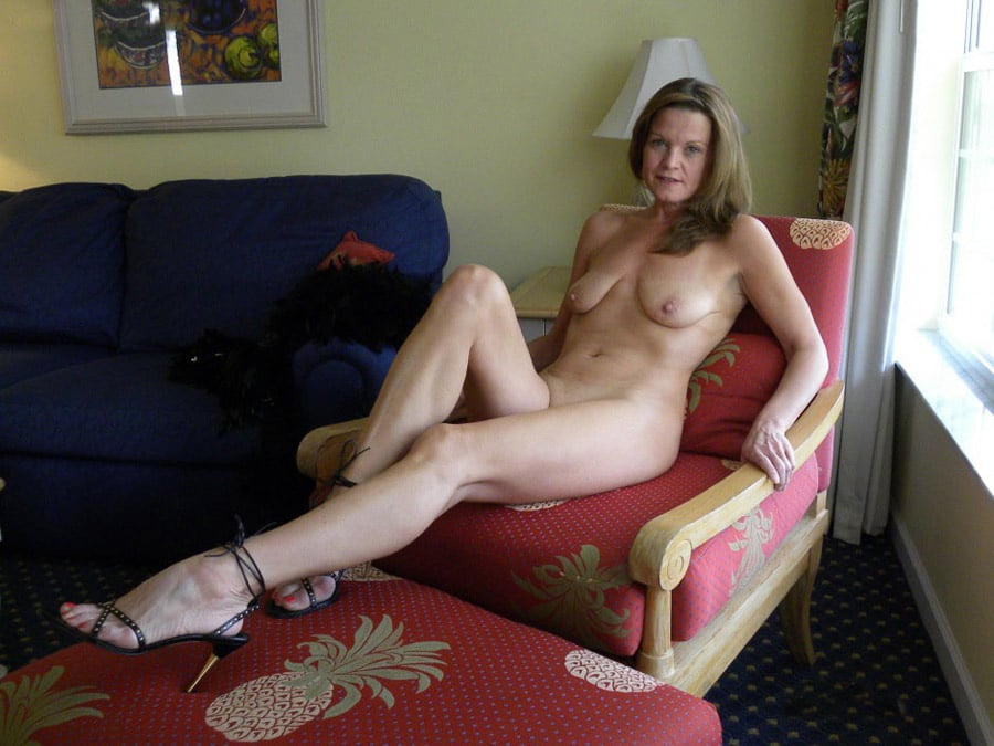 fille nue  ans escort le bourget