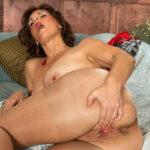 Photos Lorena, mature pulpeuse à gros seins ouvre sa chatte