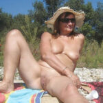 Marie-Hélène, chaudasse nudiste mure toulonnaise