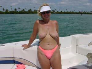 pierrette-quadragenaire-bonnes-loches-topless-bateau