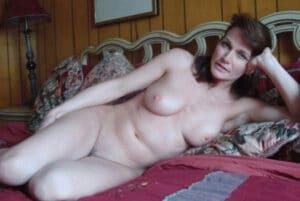 sabine-mature-rousse-seins-encore-frais