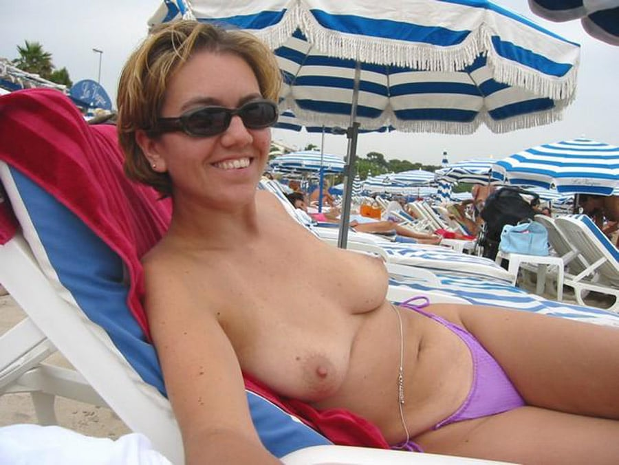 mature nue plage sein en forme de poire