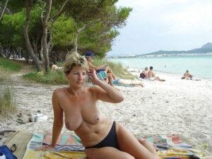 Femmes nues en corse