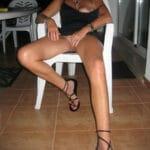 Aline, milf exhib sans culotte en vacances