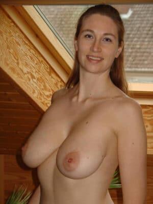 Belles cougars habillee et nues