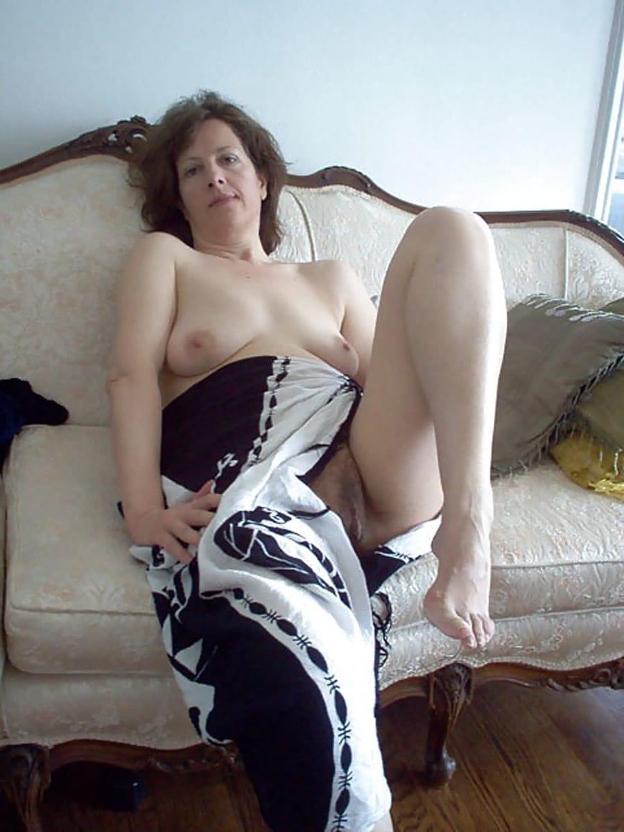 Patricia, femme au foyer poilue dlaisse nue sur le
