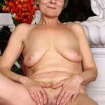 Yvonne, grand-mère en chaleur qui veut un cunnilingus