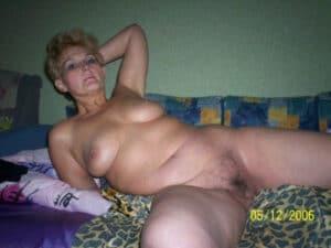 Cjatte de julie femme arabe nue