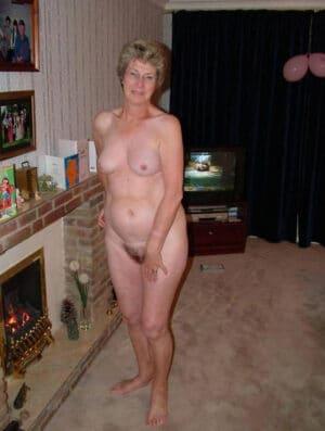 Photos Femmes Mures Nues Petits Seins Page 3 Sur 12