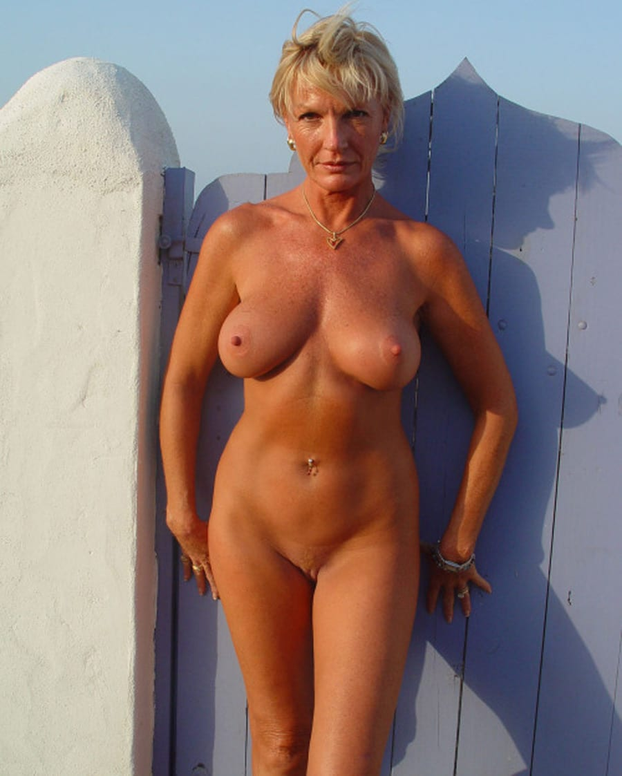 garçon nu devant femmes mûres femmes mature et nues