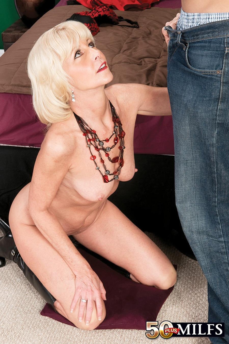 Eva Bannon cougar blonde Photo 12