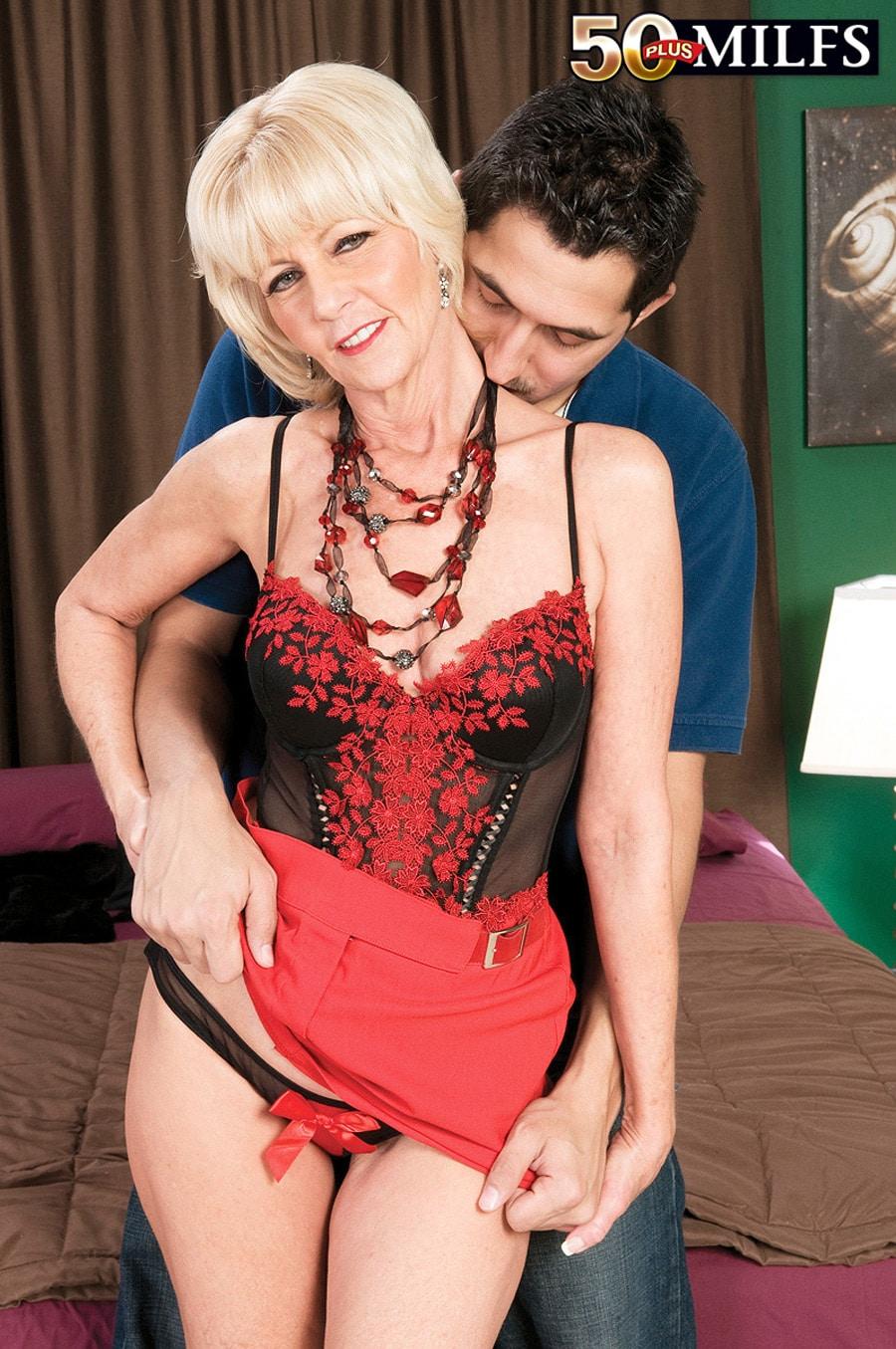 Eva Bannon cougar blonde Photo 7