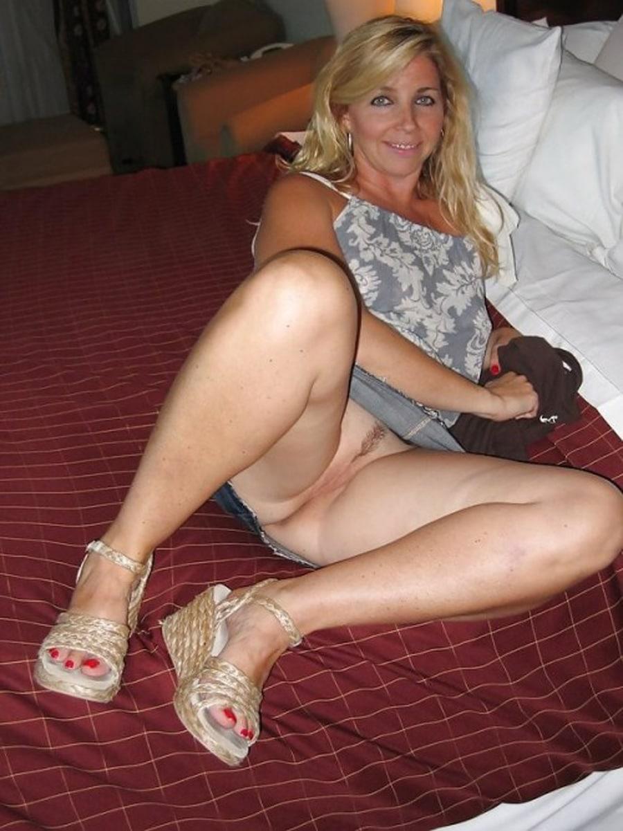 Sexy milf shopping/upskirt
