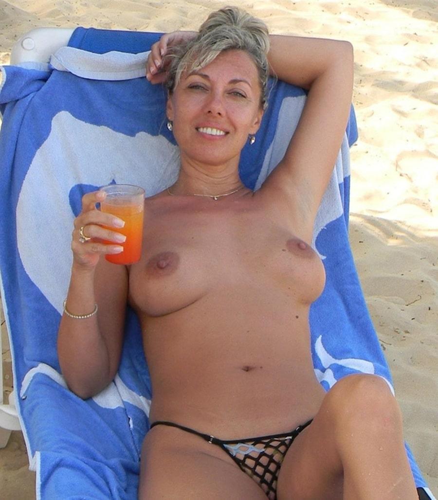 christelle, mature sexy topless à saint-barth | photos femmes mures