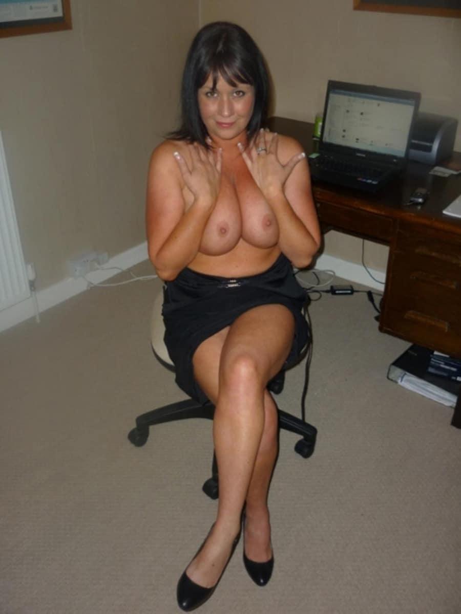 Femme Nue Au Travail monique, mature chaude nue en télé-travail | photos femmes mures