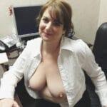 Thérèse bonne salope mature sans soutif au bureau