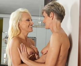 Deux femmes mures font l amour [PUNIQRANDLINE-(au-dating-names.txt) 30