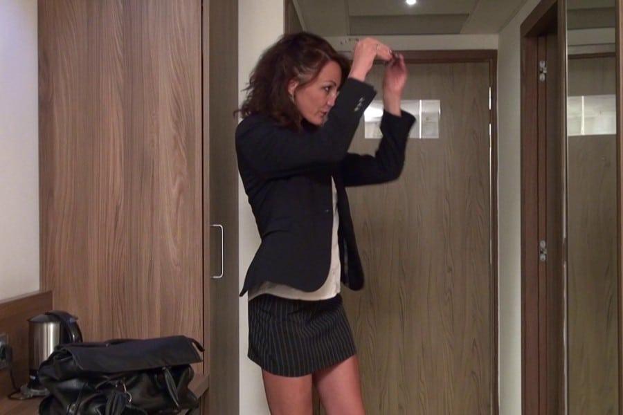 Lyna Cypher arrive à l'hôtel
