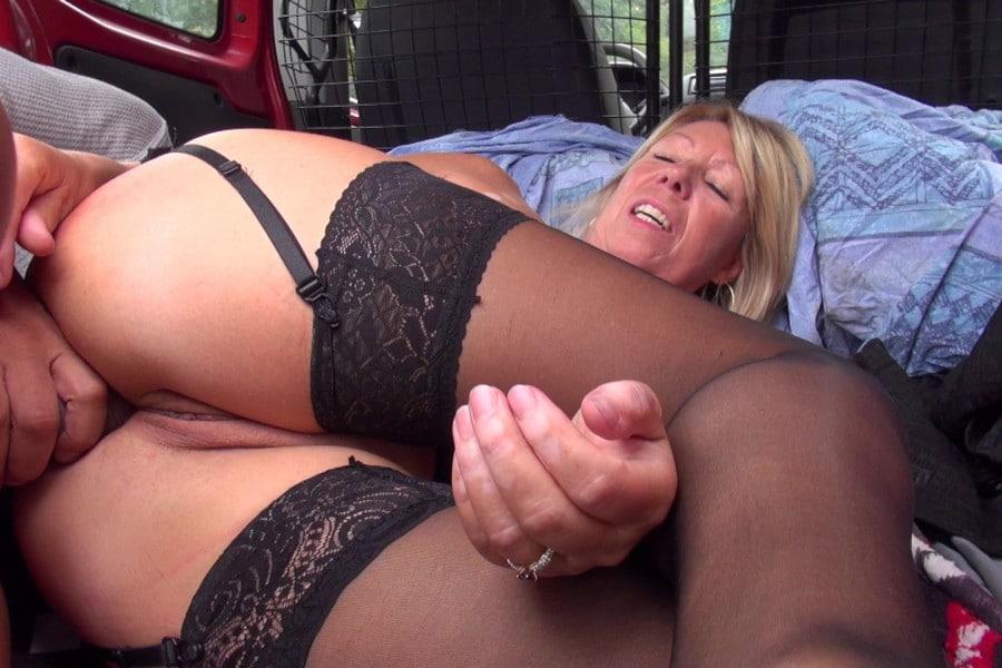 Brigitte cougar blonde baise camionnette Jacquie et Michel 17