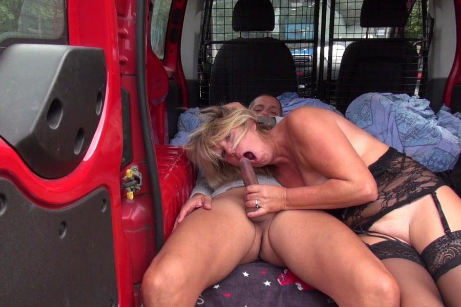 Brigitte cougar blonde baise camionnette Jacquie et Michel 19