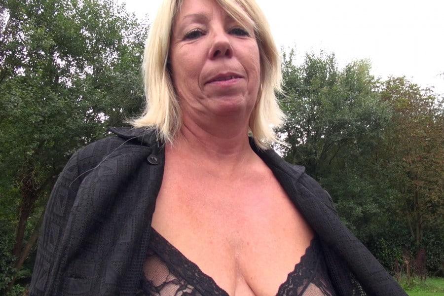 Brigitte cougar blonde baise camionnette Jacquie et Michel 2