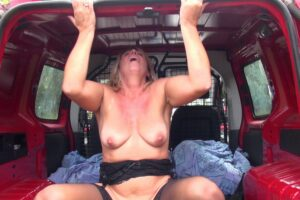 Brigitte cougar blonde baise camionnette Jacquie et Michel 21