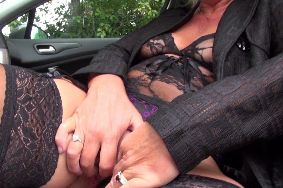 Brigitte cougar blonde baise camionnette Jacquie et Michel 4