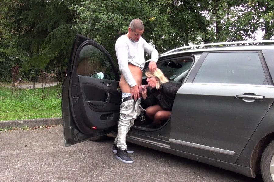 Brigitte cougar blonde baise camionnette Jacquie et Michel 5