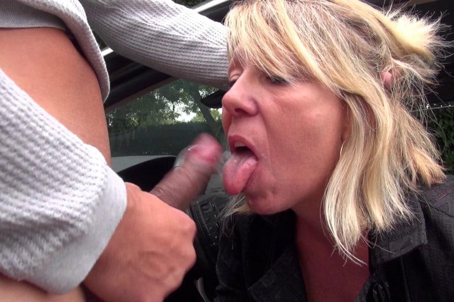 Brigitte cougar blonde baise camionnette Jacquie et Michel 6