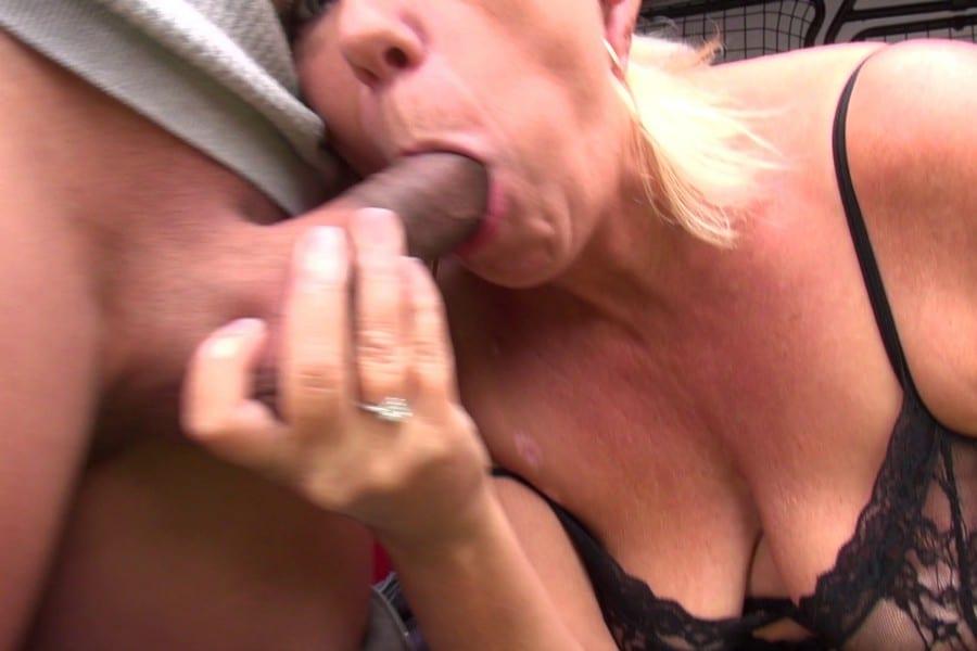 Brigitte cougar blonde baise camionnette Jacquie et Michel 9