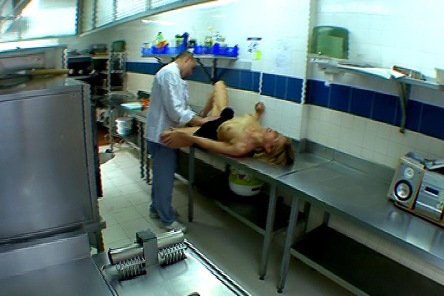 Docteur Florence baise cuisine Jacquie et Michel 8