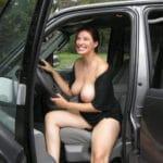 Femme pratiquement nue