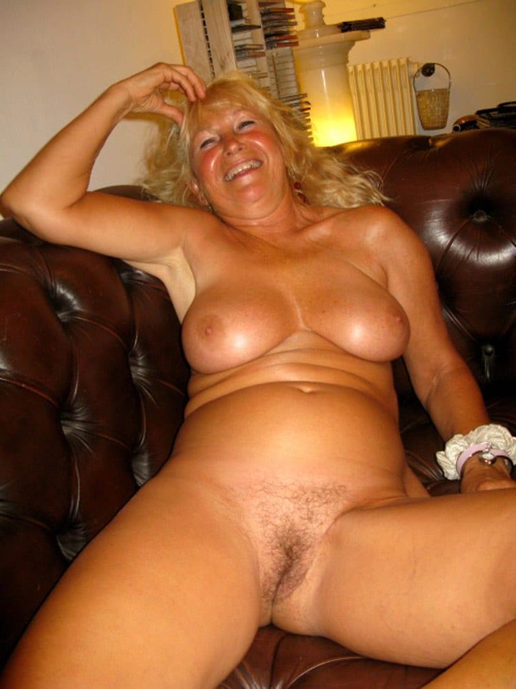 Lydia, rombière blonde aux beaux seins