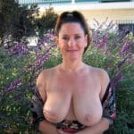 MILF sexy à gros seins, de Cannes