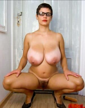 Paola maman portugaise aux énormes nichons