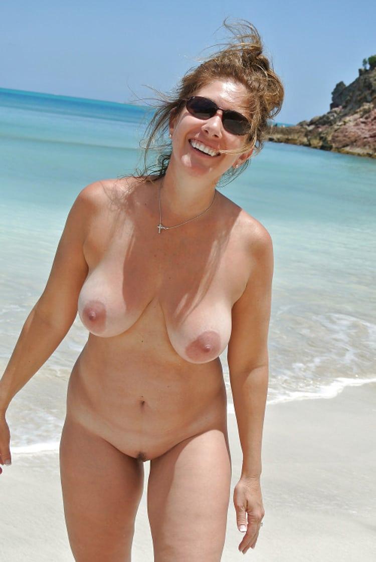 femmes a gros seins nues dans la cuisine photos nues manon